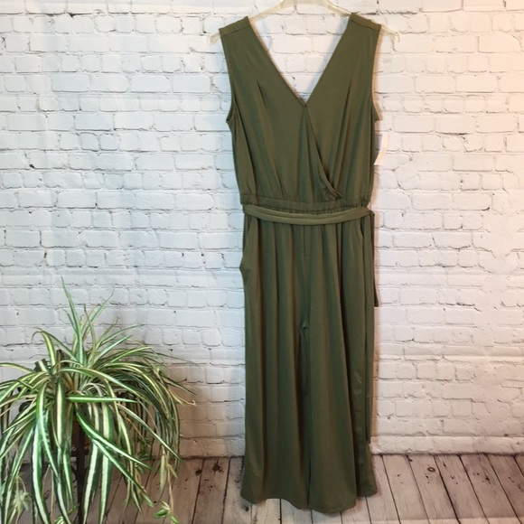 Time And Tru Pants Olive Green Vneck Sleeveless Jumpsuit Size M